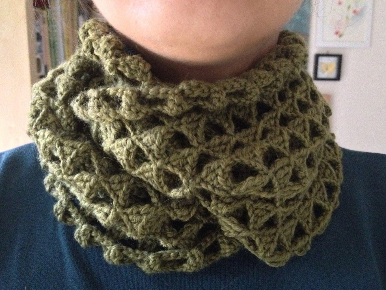 Triangle crocheted infinity scarf - Friendly Nettle