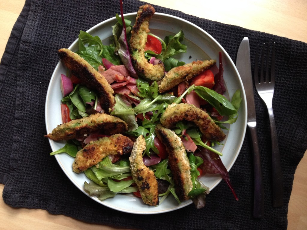 Crispy avocado and bacon salad