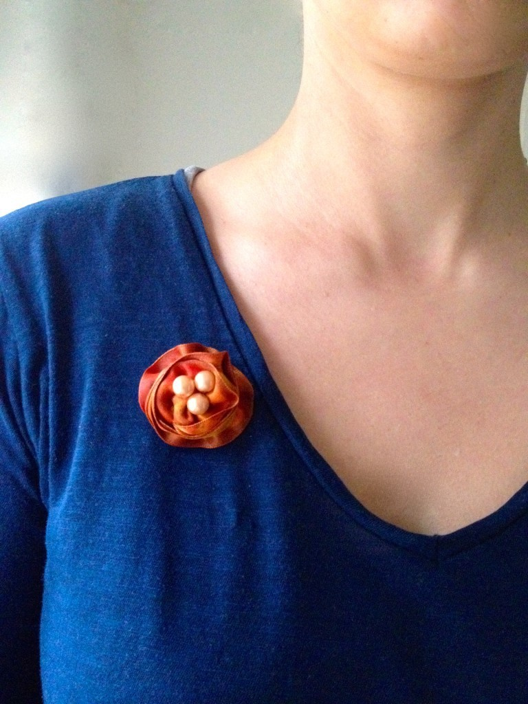 Make your own ribbon flower brooch DIY