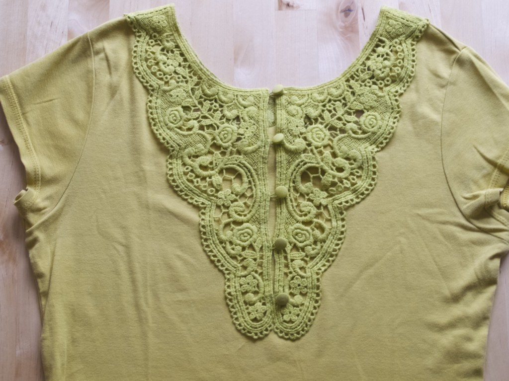 Lace insert in the garment DIY