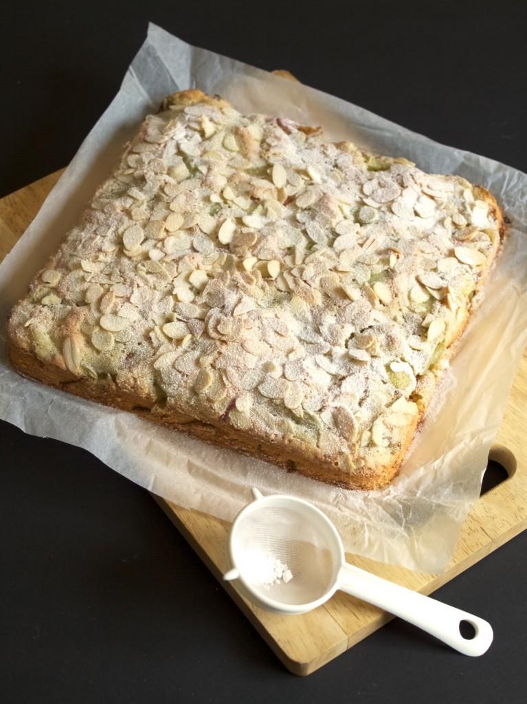 Rhubarb and almond cake squares recipe