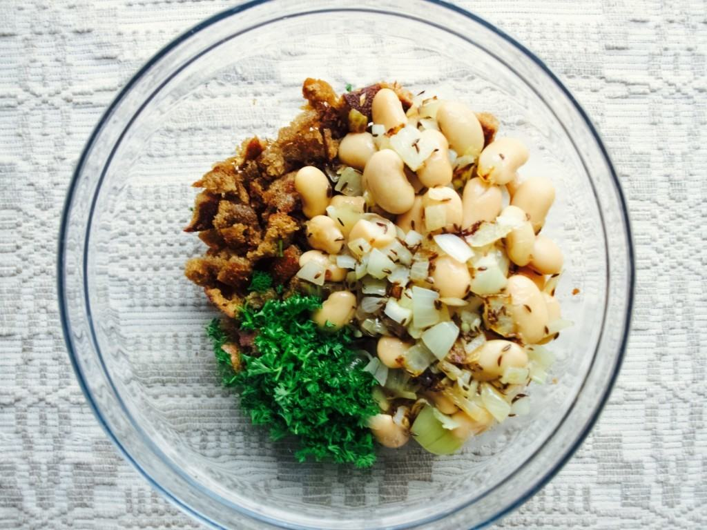 Rye garlic bread and bean salad recipe
