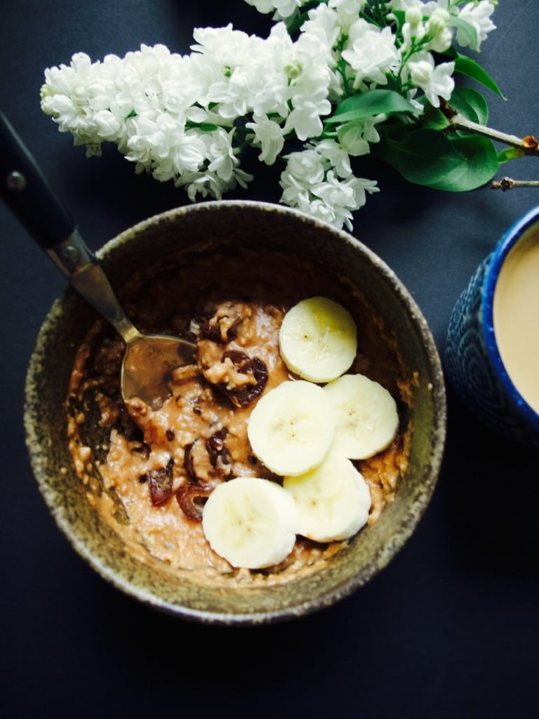 Chocolate oat porridge with dates and bananas